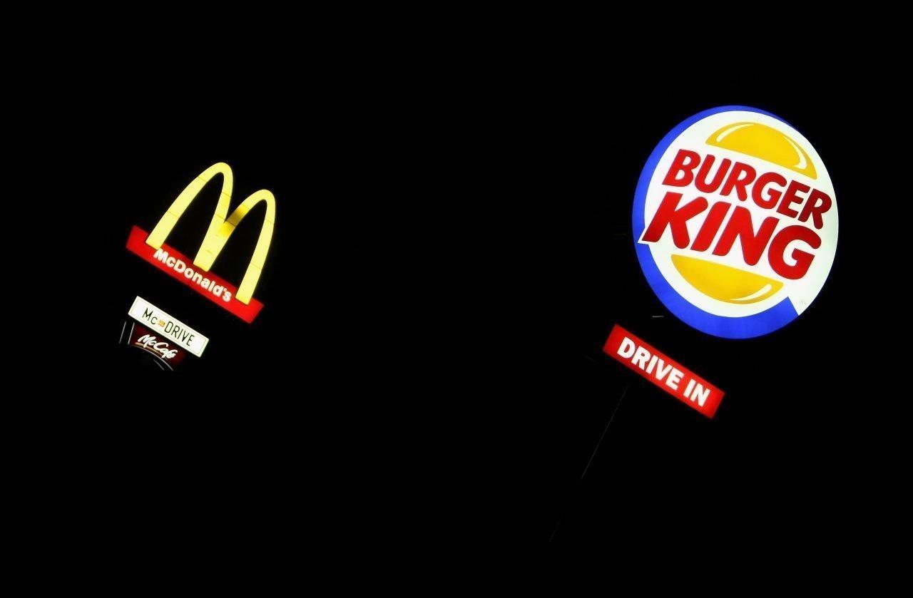 Señales de McDonald's y Burger King