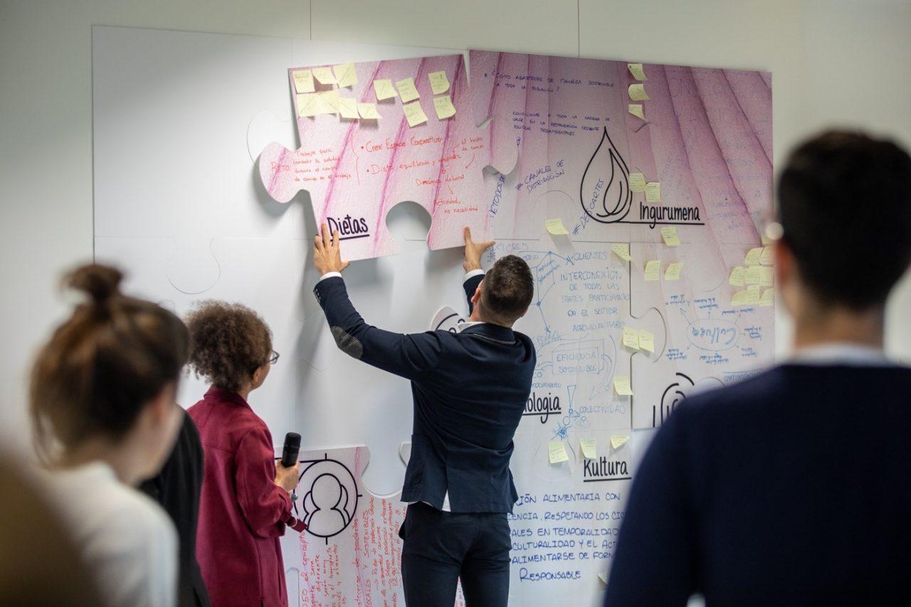 Los jóvenes talentos durante un taller