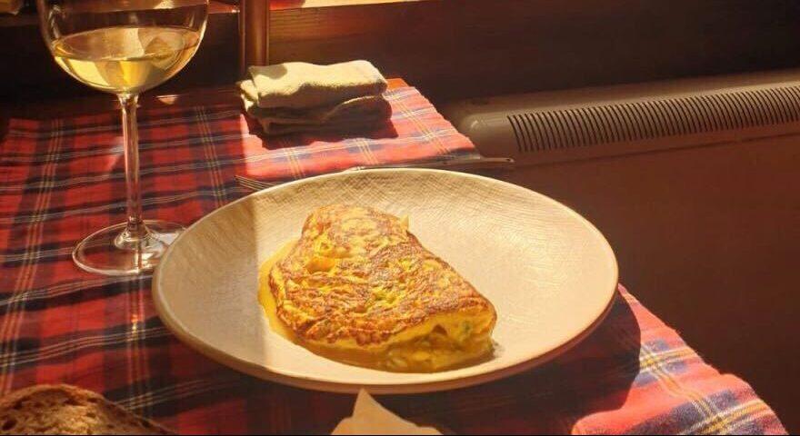 tortilla vaga de merluza y piparras por Xune Andrade