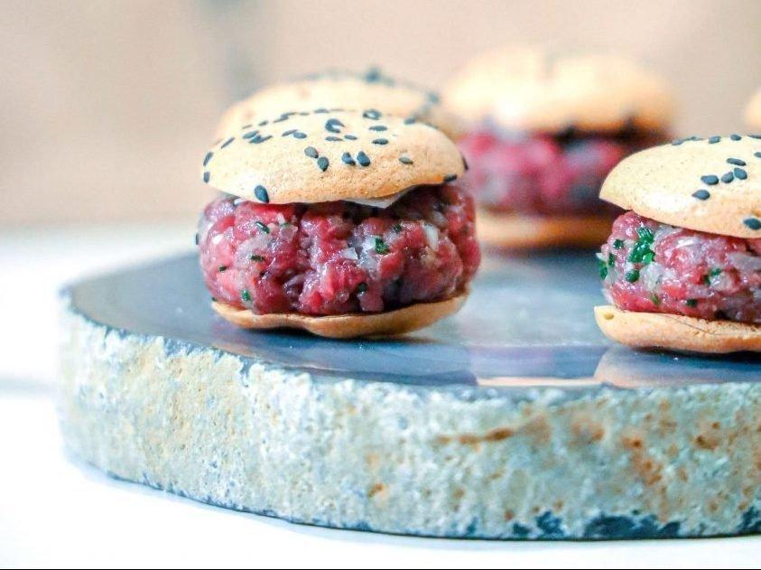 Delivery Como Cabras - Minihamburguesa de steak tartar