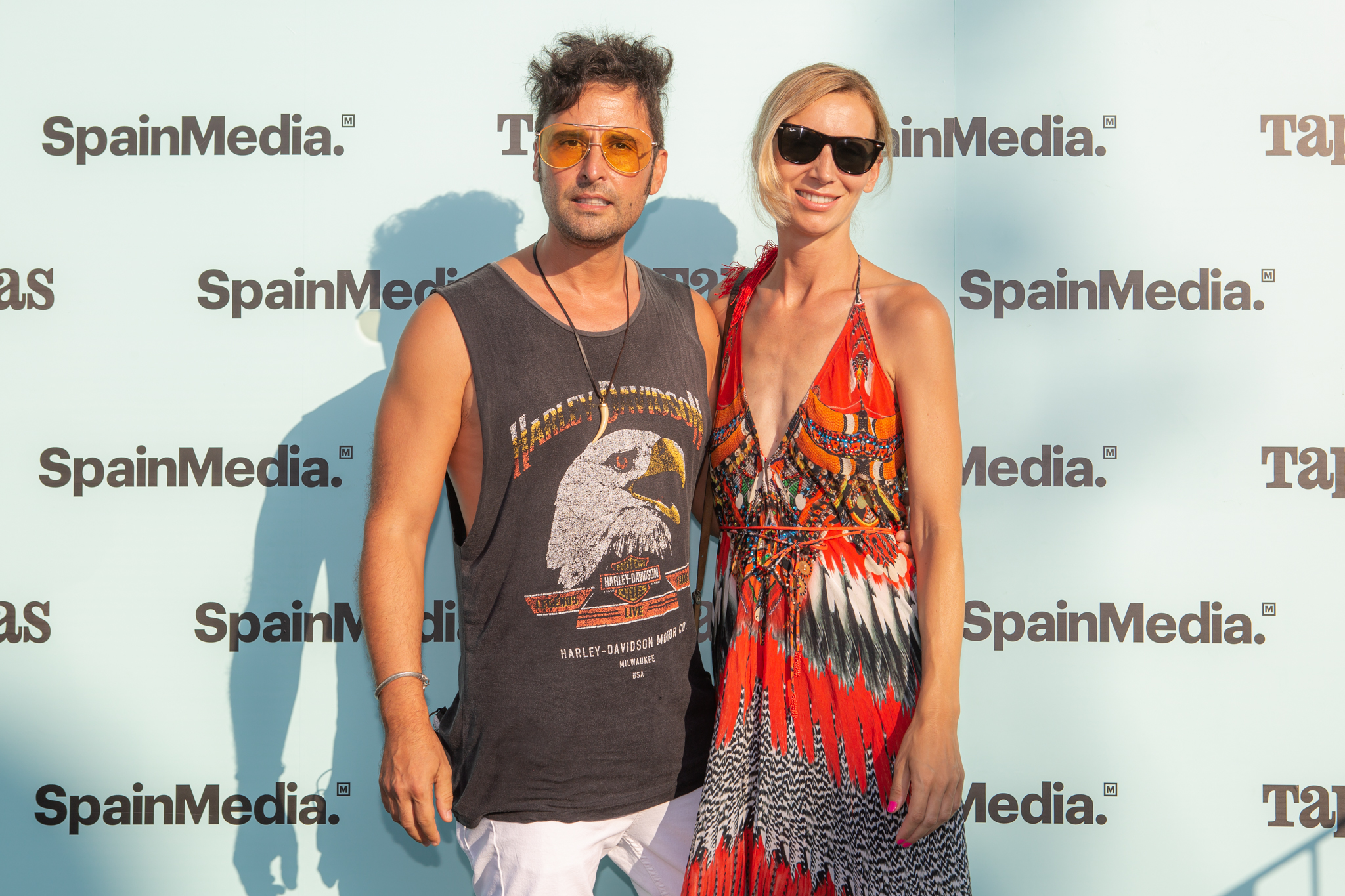 El fotógrafo Jordi Gomez y su mujer, Carolina.